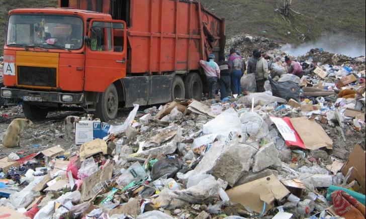 Eurostat: românii produc cel mai puţin gunoi, dar sunt campionii poluării