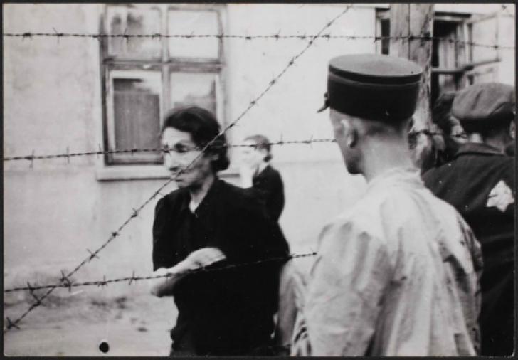 Un fotograf evreu a îngropat aceste poze înainte să vină naziştii. Sunt cutremurătoare!