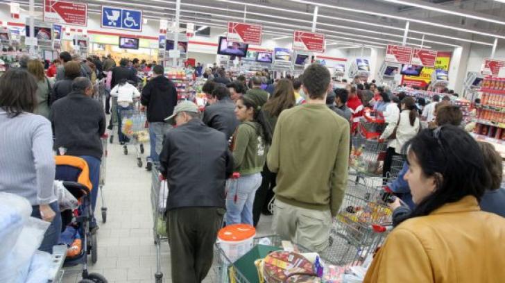 Auchan, Carrefour, Cora, amendate drastic pentru că s-au înțeles să umfle prețurile