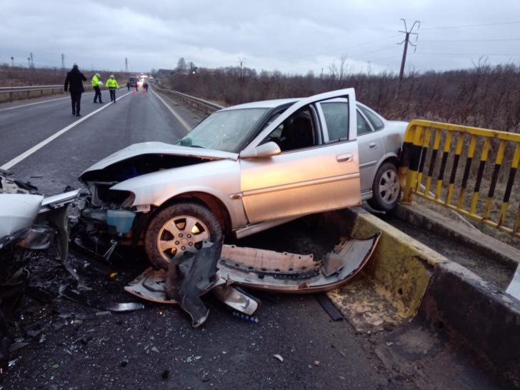 Accident rutier grav cu cinci victime, pe DN 1. Trafic blocat