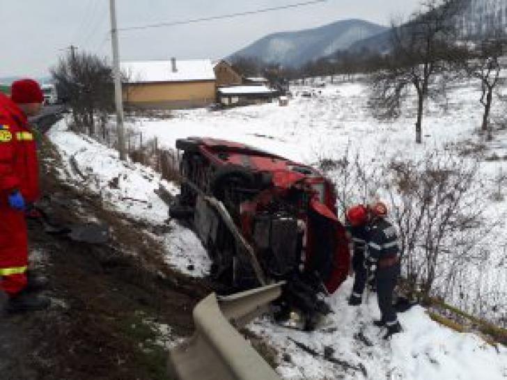 <p>Microbuz cu pasageri, implicat într-un accident în lanț, în Hunedoara. 5 mașini, făcute praf / Foto: realitateadehunedoara.net</p>
