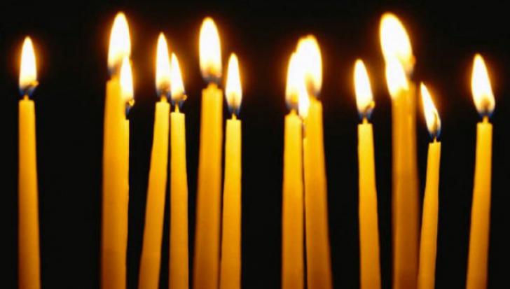 Ce se întâmplă dacă cineva aprinde o lumânare invers pentru tine. Este mai rău decât credeai