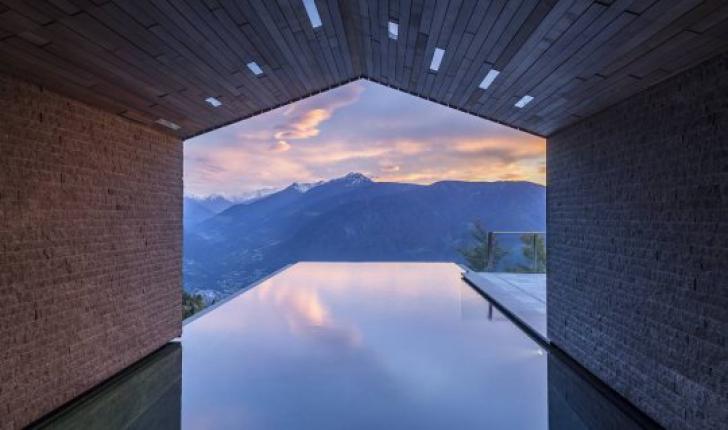 Un hotel din Italia deține piscina cu cea mai frumoasă vedere din lume. FOTO