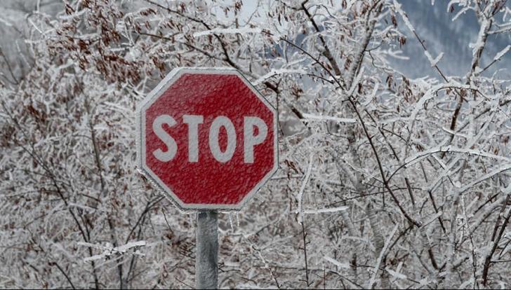 Ploaie înghețată la Sinaia: 100 de turiști au rămas izolați pe munte