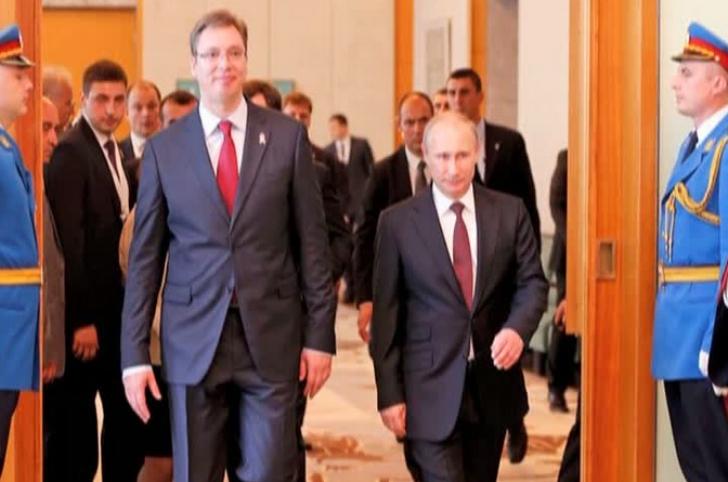 Presedintele Serbiei, decorat de Putin