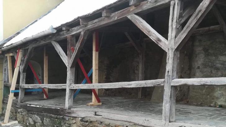 Situație revoltătoare! Cetatea Sighișoarei, sprijinită cu proptele de lemn