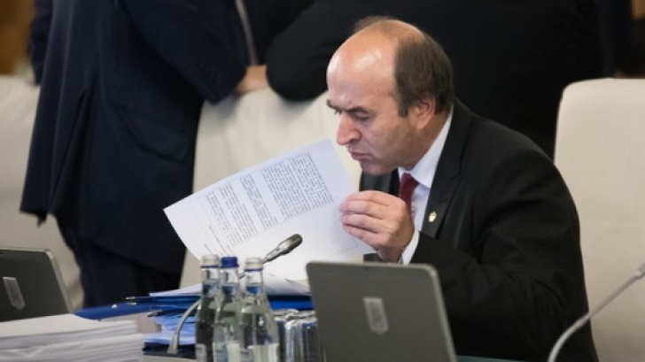 """Se cere DEMISIA lui Toader din funcția de rector: """"Aduce grave prejudicii de imagine instituţiei"""""""
