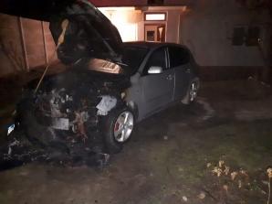 Un autoturism a luat foc pe o stradă din Alba Iulia