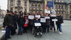 Persoanele cu dizabilități au protestat la Craiova