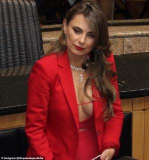 Senatoarea cu sânii mari,Ana Paula da Silva