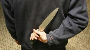 Poliţia din Teleorman caută un tânăr care a făcut live pe Facebook ameninţând un bebeluş cu cuţitul