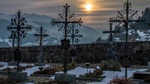 Proiectil exploziv, descoperit de gropari, într-un cimitir din Vrancea / Foto: Arhivă