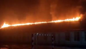 Incendiu puternic la o școală din Iași