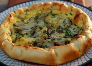Reţetă pentru weekend: Plăcintă cu ciuperci şi brânză. E delicioasă!