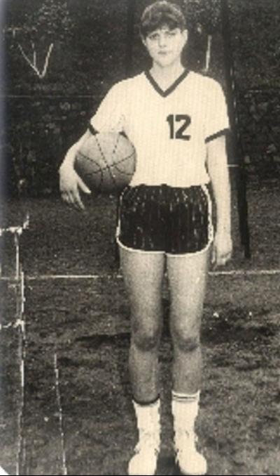 Laura Codruța Kovesi, FOTO din liceu. A practicat baschetul timp de 15 ani