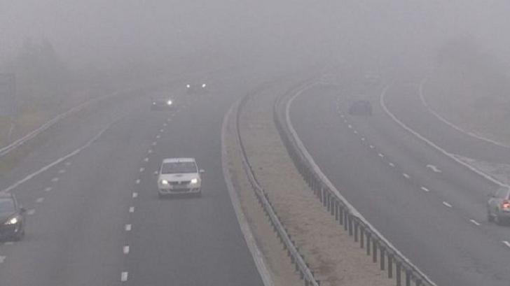 Avertizare de ceață și vânt puternic pe autostrada A2. Anunțul INFOTRAFIC