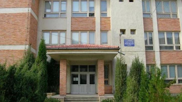 Anchetă la Târgoviște după ce un profesor de mate a pălmuit un elev. Motivul incredibil