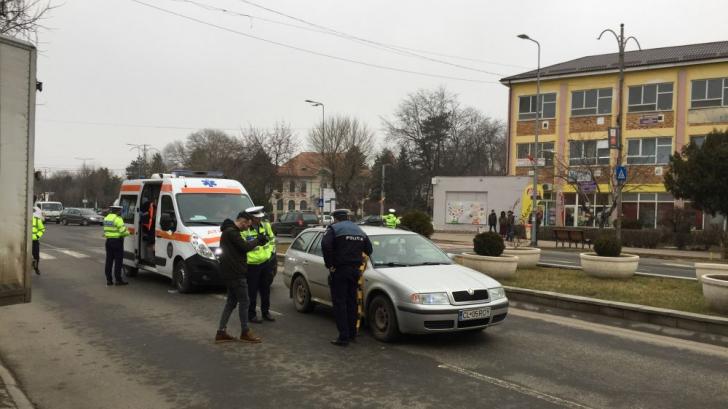 O femeie a fost lovită în plin pe o trecere de pietoni