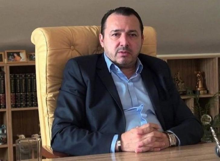 """Deputatul """"Mitralieră"""" Rădulescu, birou cu mobilă nouă: """"Cea veche mirosea urât!"""""""