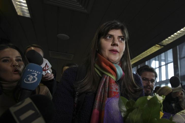 Laura Codruța Kovesi, la aeroportul Otopeni