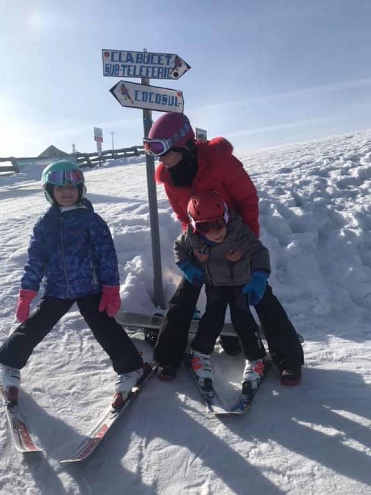 Elena Băsescu, la ski alături de copiii ei FOTO
