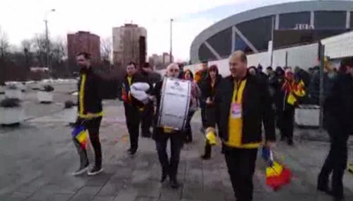 "Emil Boc, bătând la tobă și strigând ""România"" pe străzile din Ostrava"