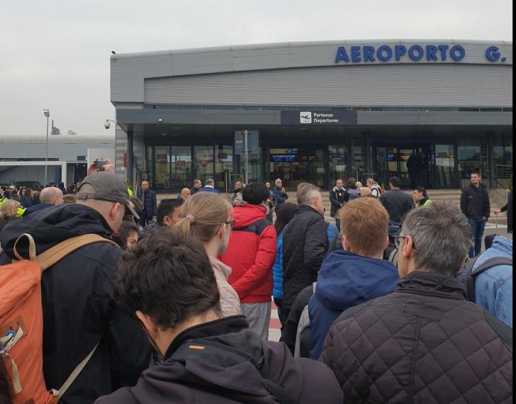 Aeroportul Ciampino din Roma închis, zboruri amânate