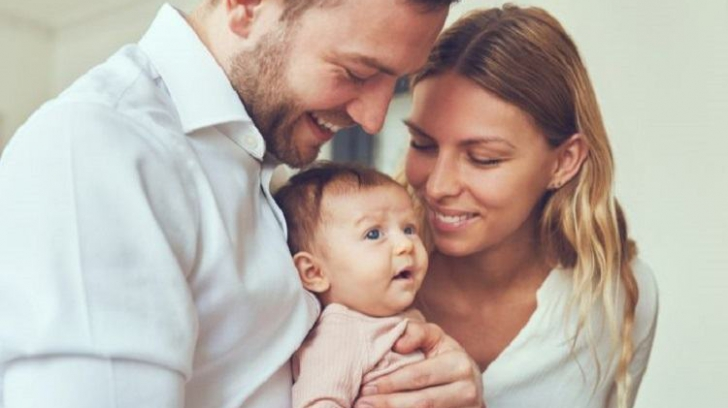 """În Franța, """"mama"""" și """"tata"""" devin """"părintele 1"""" și """"părintele 2"""""""