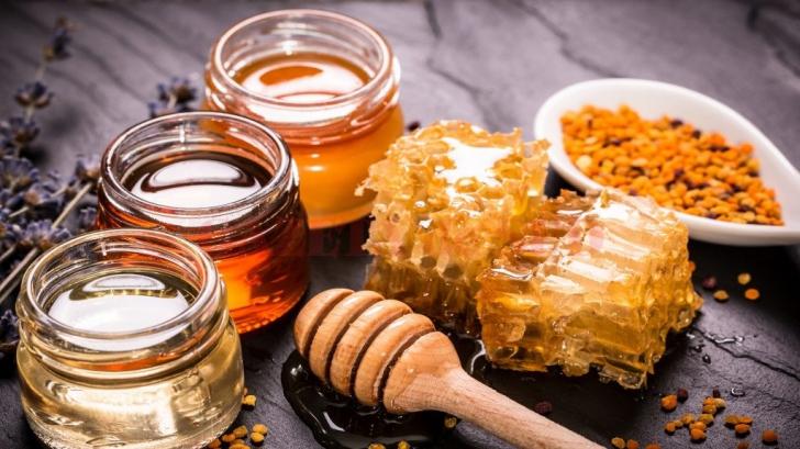 Beneficiile propolisului. Ce conține substanța secretată de albine?