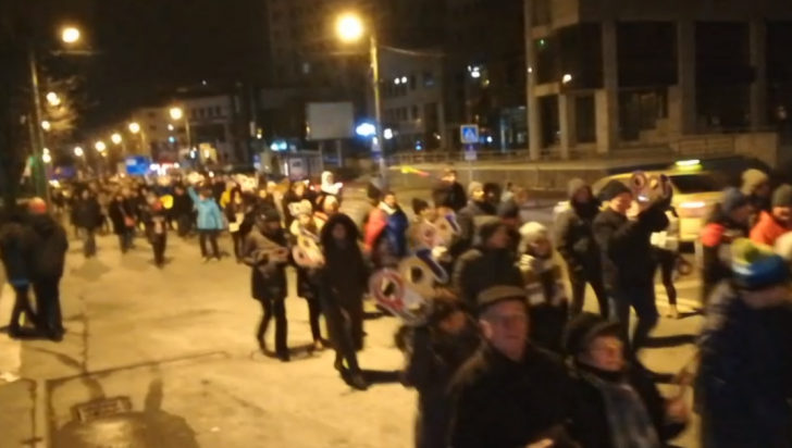 """Proteste în întreaga țară. Mii de oameni pe străzi: """"Rezistăm, justiția apărăm!"""""""