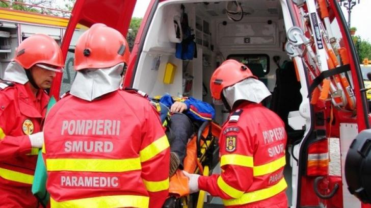 Microbuz răsturnat, după un impact nimicitor cu un TIR: 5 victime