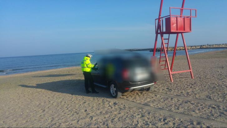 Șofer amendat cu 10.000 de lei după ce a intrat cu mașina pe plajă