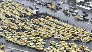 Centrul Capitalei, blocat de proteste: 5.000 de taximetrişti, aşteptaţi în Piaţa Victoriei