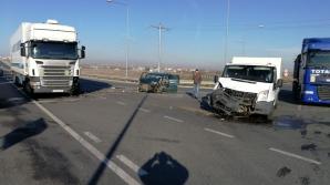 Mașină proiectată în TIR, la Sibiu, în urma unui impact violent cu o autoutilitară: 5 victime