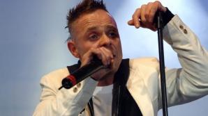 Un cunoscut cântăreţ a ameninţat într-un live stream că urma să se automutileze