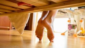 Socrii au venit într-o vizită surpriză la noră. S-au uitat sub pat, au simţit cum li se face rău...