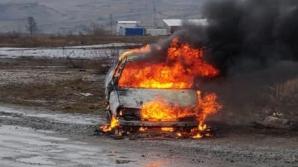 Mașină distrusă de flăcări, pe Autostrada Transilvania