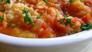 REŢETE DE POST: Pilaf cu roşii şi dovlecei. Cum prepari această mâncare gustoasă