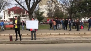 Protest la alegerile PSD Brăila. Liderii partidului, așteptați cu injurii hip-hop