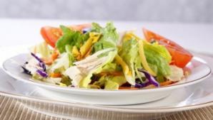 Chiar şi salata îngraşă: Ce ne recomandă medicii