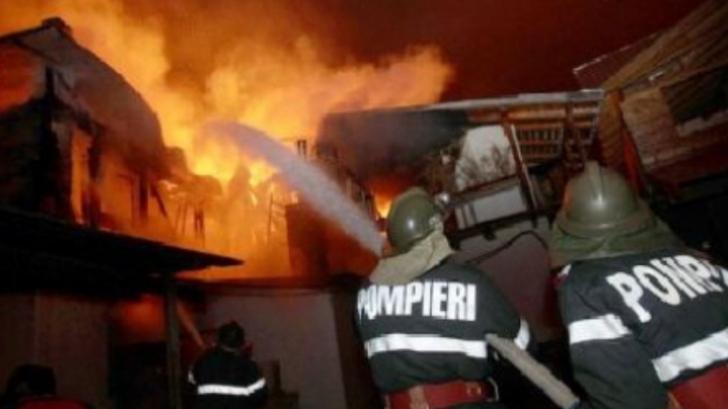 Incendiu puternic la un restaurant din Râmnicu Vâlcea. Zeci de persoane au fost evacuate
