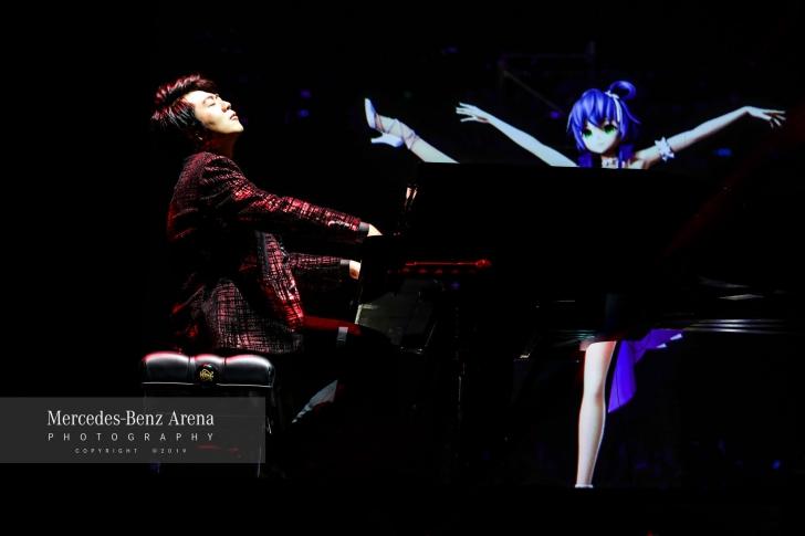 Cum arată viitorul: Luo Tianyi. Mii de oameni au plătit bani grei pentru un concert virtual / Foto: Facebook Mercedes-Benz Arena, Shanghai