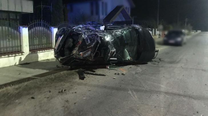 Accident în Dâmboviţa: Un șofer băut a scăpat cu viață după ce s-a răsturnat cu mașina