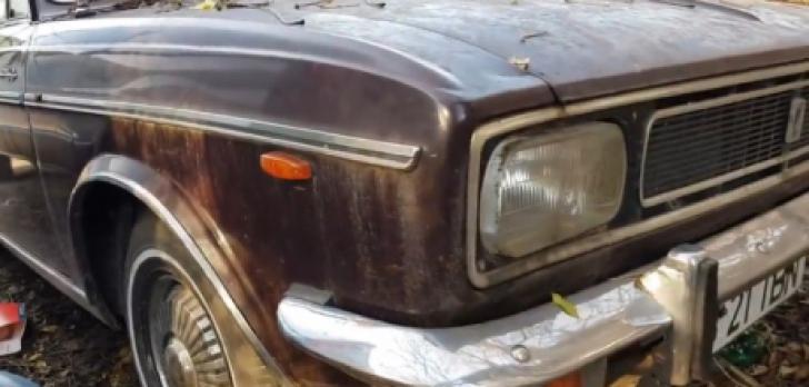 Au găsit abandonată prin Bucureşti maşina primită de Ceauşescu din Iran. Şocant ce era în ea