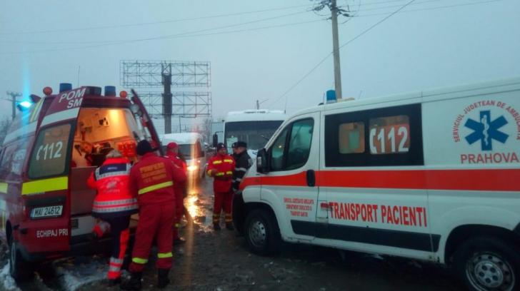 Microbuz cu pasageri, lovit în plin: cel puțin 4 victime