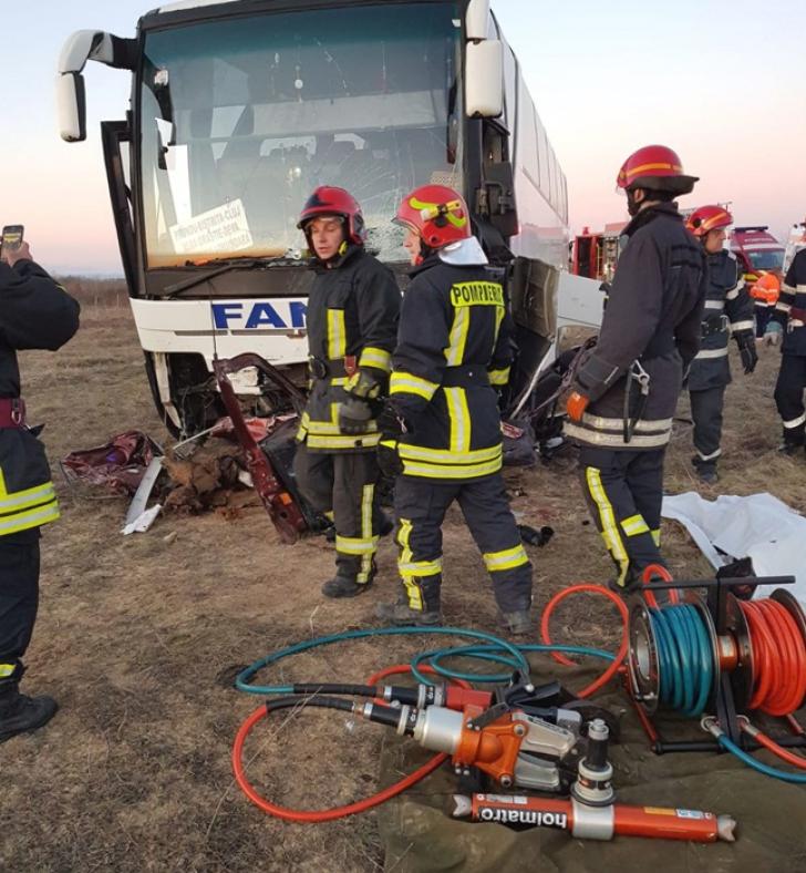 Accident grav, în județul Timiș. Autobuz cu persoane, spulberat: un mort, mai mulți răniți / Foto: opiniatimisoarei.ro