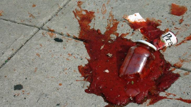Fetiță lovită în cap cu un borcan, la magazin. Motivul este halucinant!
