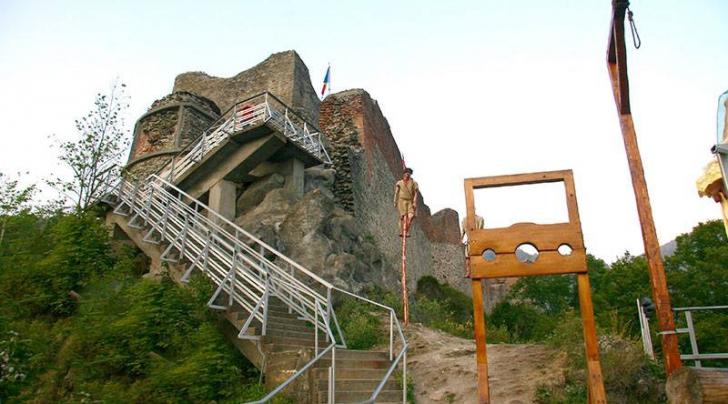 Cetatea Poenari, închisă pe o perioadă nedeterminată din cauza urșilor