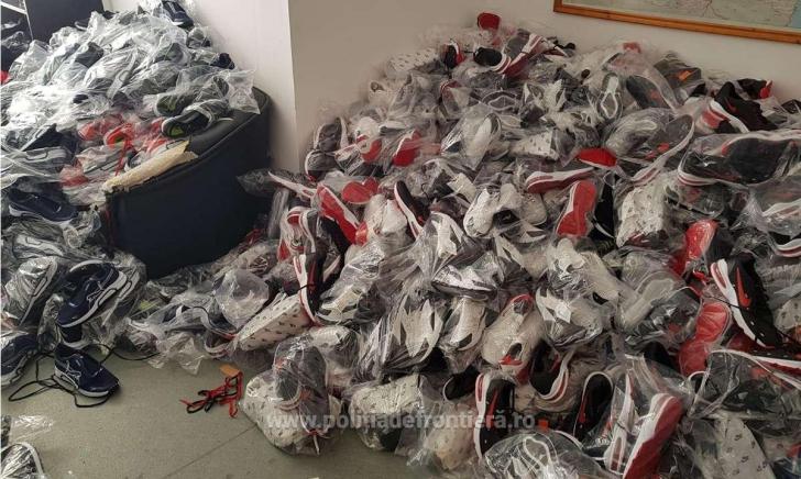 Mii de articole contrafăcute, confiscate de polițiștii de frontieră la Giurgiu