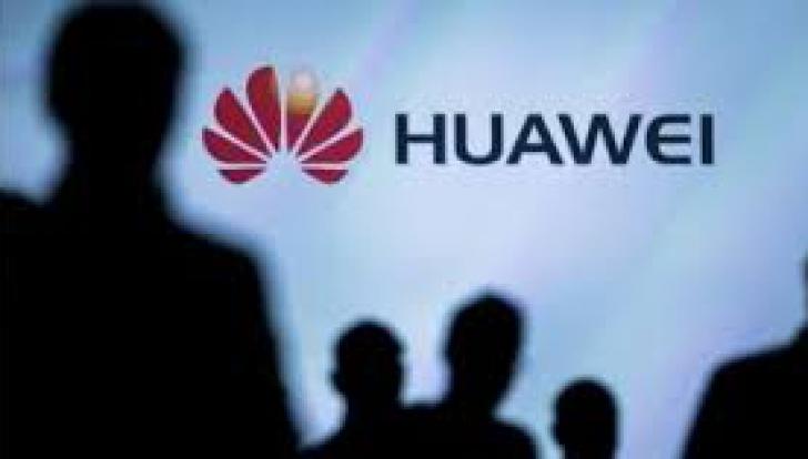 Ministrul britanic al Apararii, demis in urma unei scurgeri de informatii privind Huawei